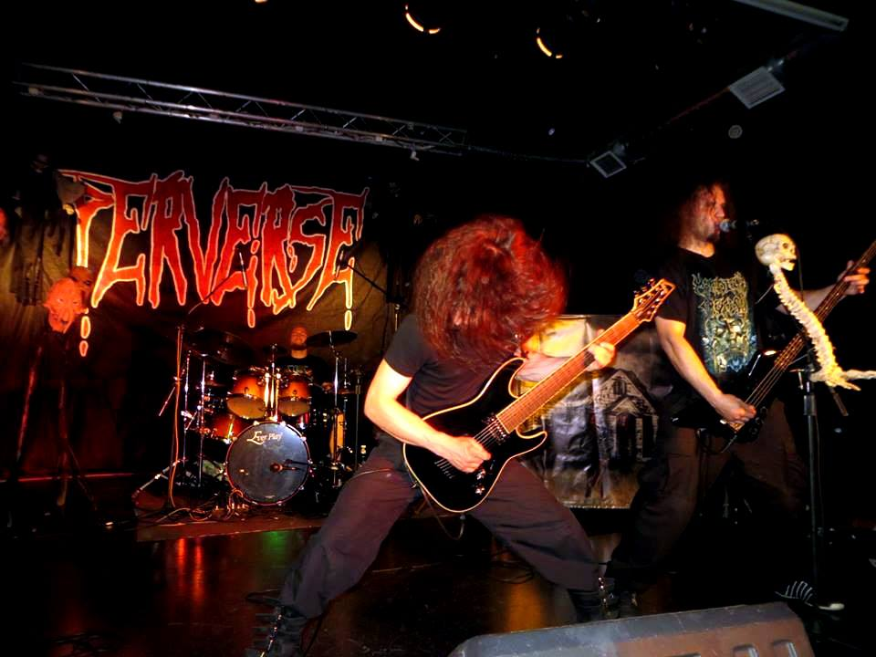 Perverse - Photo