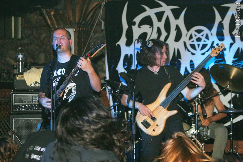 http://www.metal-archives.com/images/2/2/5/6/22565_photo.jpg