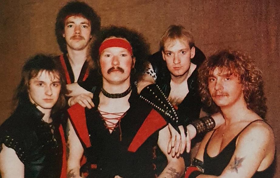 Mania - Photo