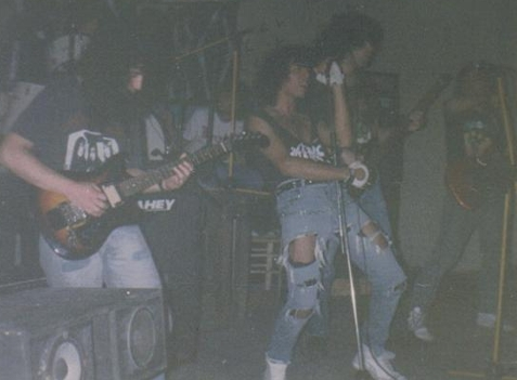 http://www.metal-archives.com/images/2/9/4/2/29429_photo.jpg