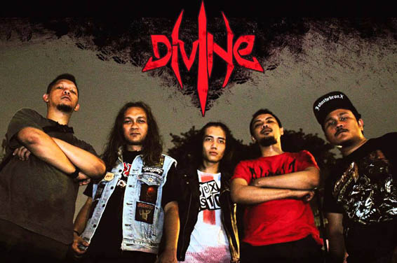 Divine - Photo