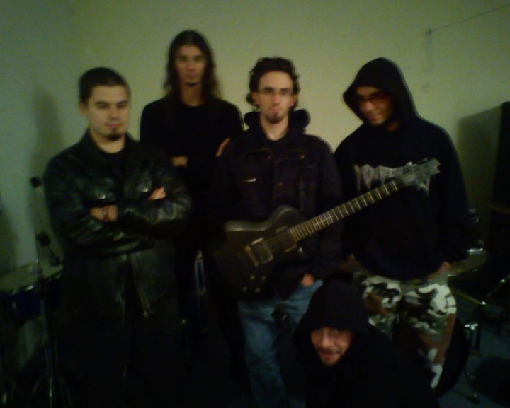 http://www.metal-archives.com/images/3/5/4/0/3540298400_photo.jpg