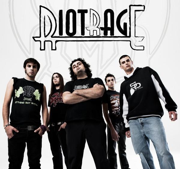 Riotrage - Photo