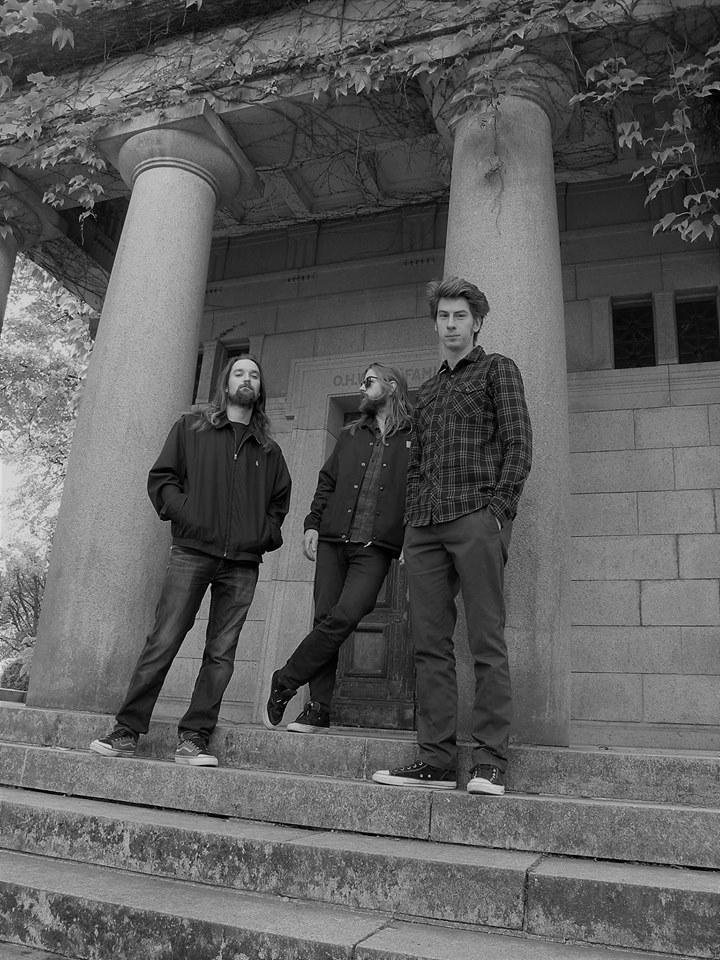 Throneless - Photo
