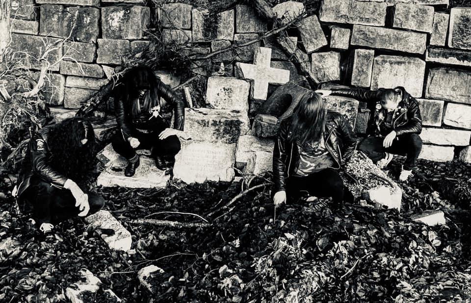 Grave Infestation - Photo