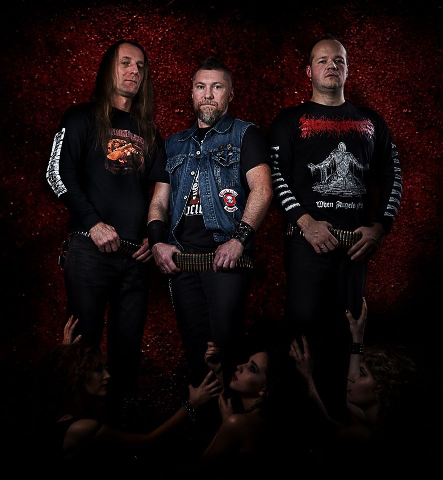 http://www.metal-archives.com/images/3/6/8/5/3685_photo.jpg