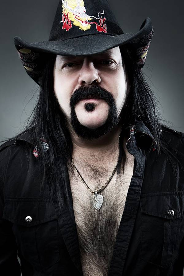 Vinnie Paul was denied entry into a bar ... - Metal Injection