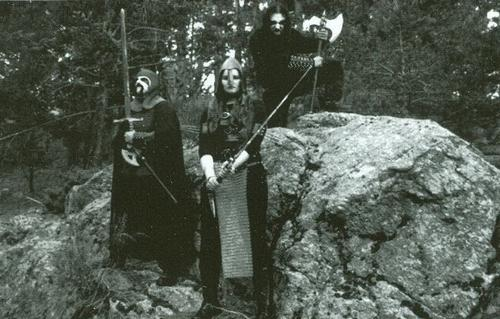 http://www.metal-archives.com/images/6/4/3/9/6439_photo.jpg