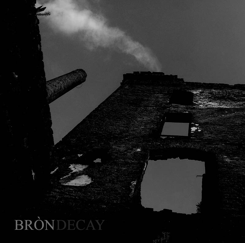 Bròn - Decay