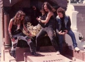 http://www.metal-archives.com/images/8/6/1/6/86162_photo.jpg