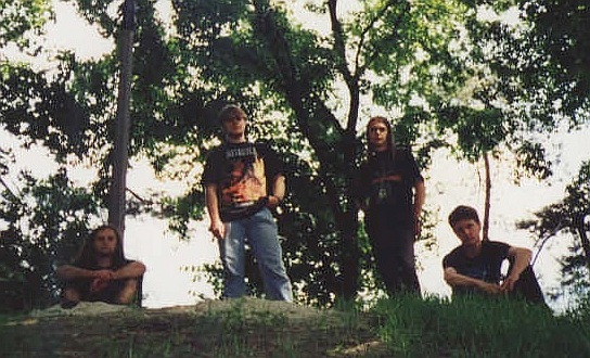 http://www.metal-archives.com/images/8/9/0/4/89043_photo.jpg